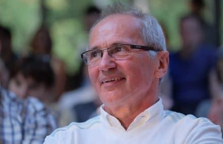 Clément Counasse geeft de fakkel