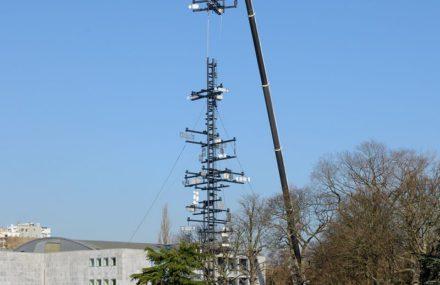 Remontage de la tour Cybernétique de Nicolas Schoffer à Liège