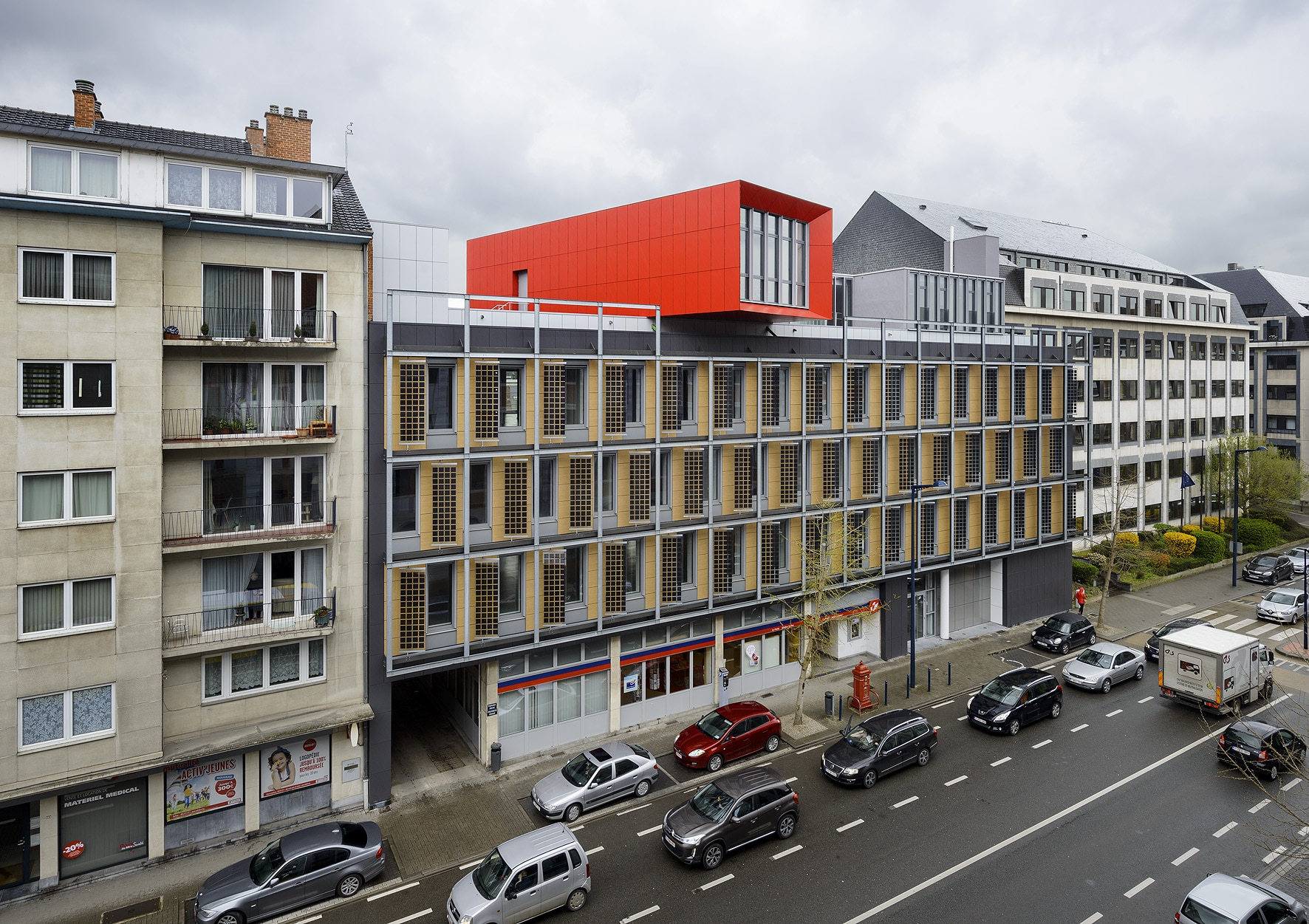Bureau greisch immeuble de bureaux dgatlpe jambes for Immeuble bureaux hqe