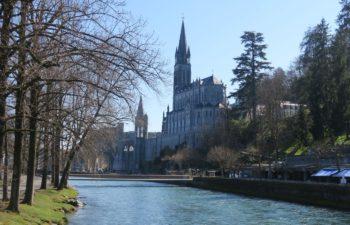 Voetbruggen in Lourdes