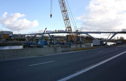 Ghent – The cycle bridge Parkbos has been placed above the Ringvaart during the weekend of November 19