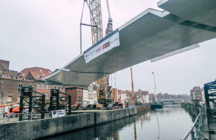 Tournai : pose du Pont à Ponts