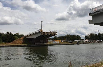Remplacement des ponts sur le canal Albert : les opérations ont débuté à Lummen et à Herentals